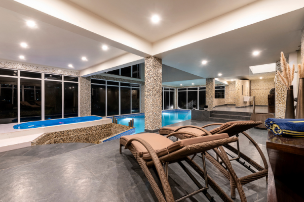 heated-swimming-pool-with-jacuzzi-in-justa-mukteshwar-retreat-and-spa