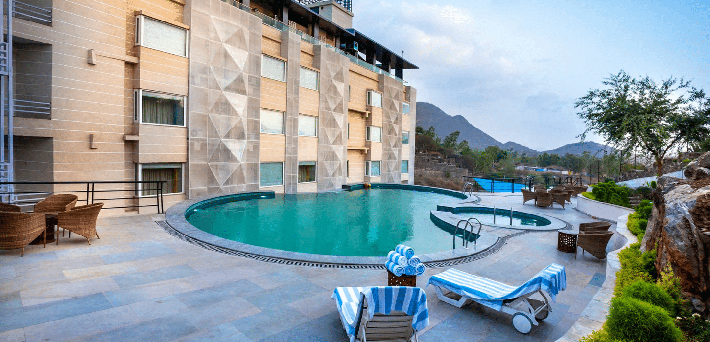 best-place-for-pool-party-in-udaipur