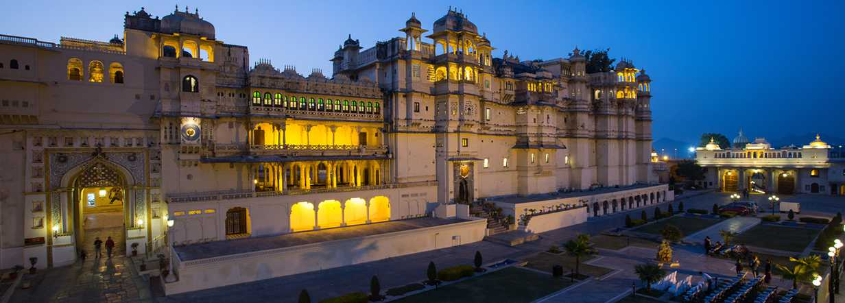 visit-city-palace-in-udaipur