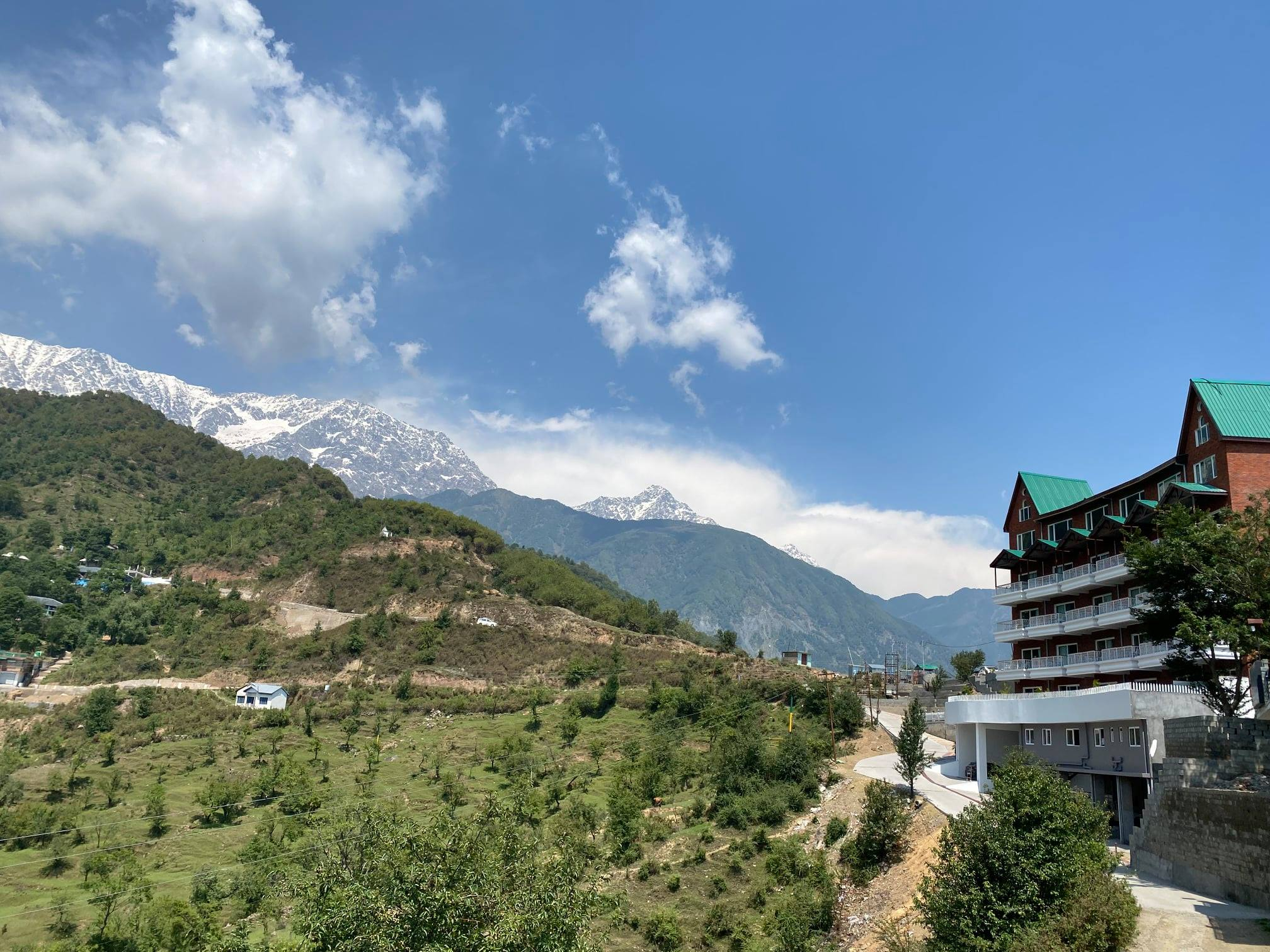 best-resort-in-dharamshala-with-views-to-dhauladhar-mountains