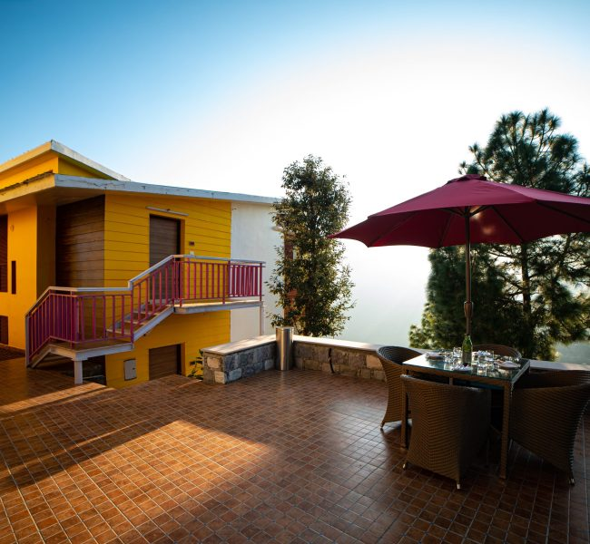 outdoor-sitting-area-in-justa-mukteshwar-retreat-and-spa